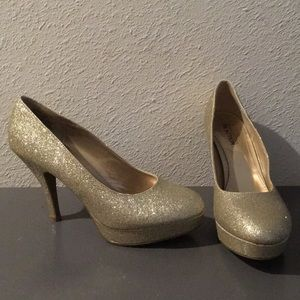 Kenneth Cole Reaction Champagne Sparkle Heels